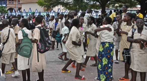 School children gather at a roundabout in Cotonou, Republic of Benin for a film that Cinevillage organized.